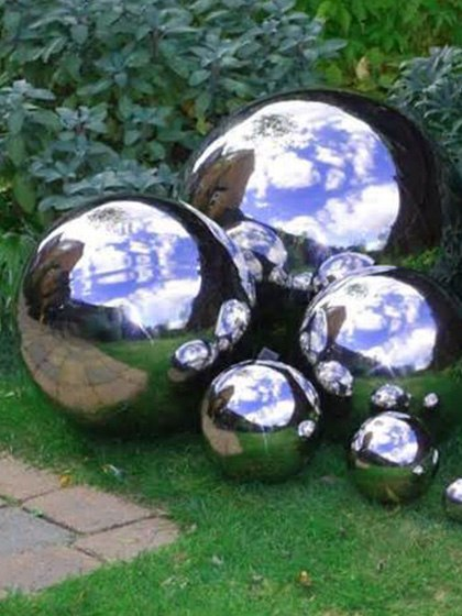 Boules miroires de jardin