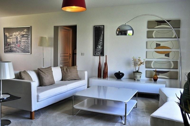 Faire construire une maison moderne maisons france confort for Maison tres moderne