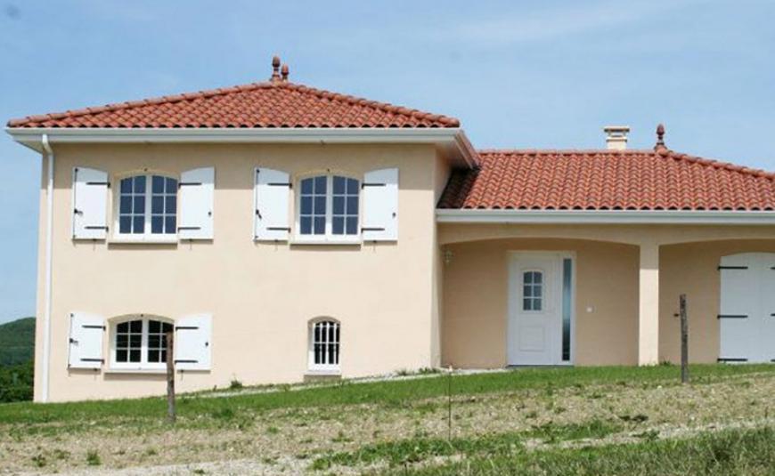 Des maisons à sous-sol décalé à prix maîtrisés