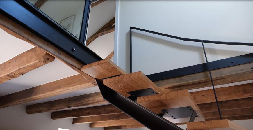 Rénovation d'une maison - Détails sur l'escalier métallique