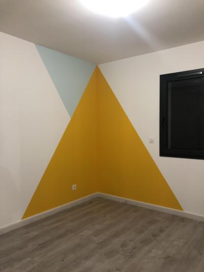 Chambre avec motif peinture