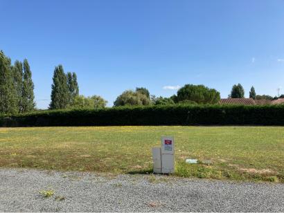 Terrain à vendre  à  Fontaine-le-Comte (86240)  - 110000 € * : photo 1